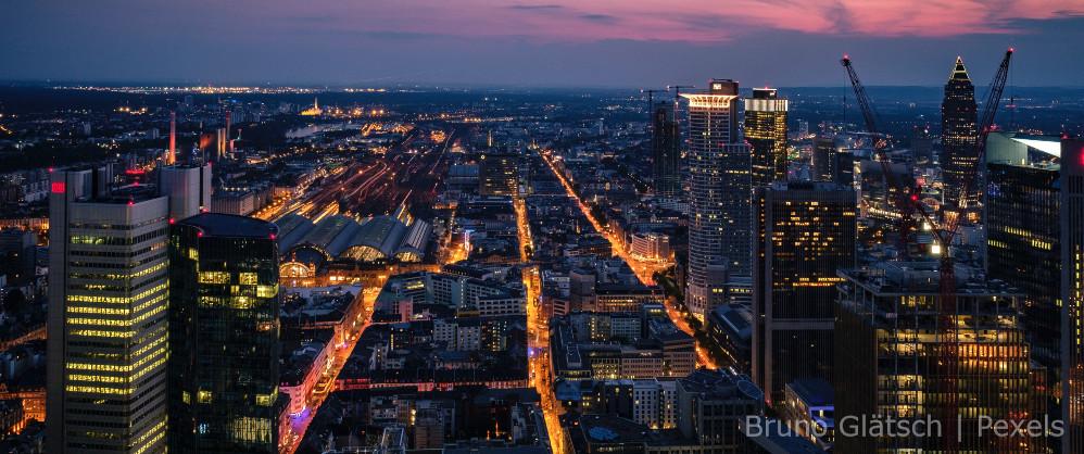 Ciudad y sus industrias y torres de negocio
